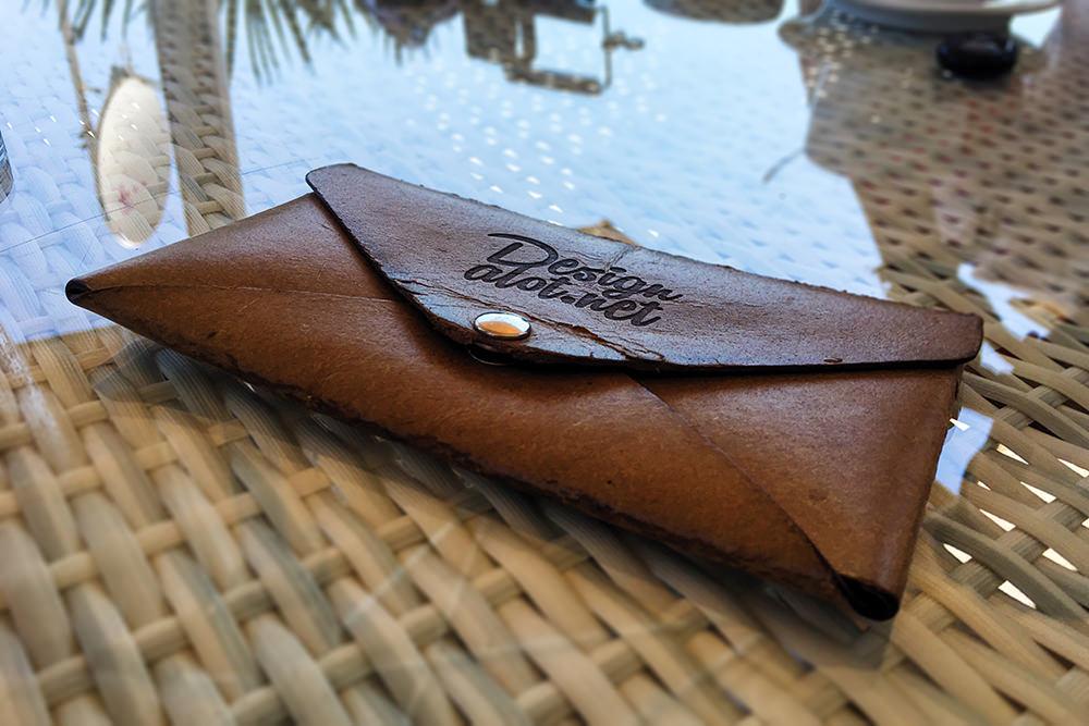 engraved-leather-envelope-free-mockup-by-designalot.net-01