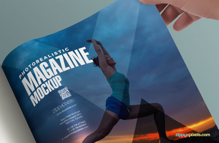 square-magazine-free-realistic-mockup-04